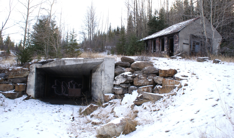 Canmore mine lamp house and entrance to Coal Mine No. 2.